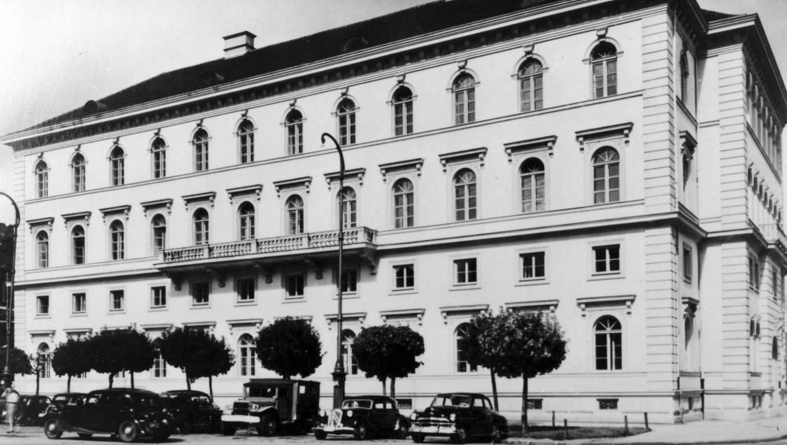 Firmenzentrale im Herzen der bayerischen Landeshauptstadt – Palais Ludwig Ferdinand, München 1949