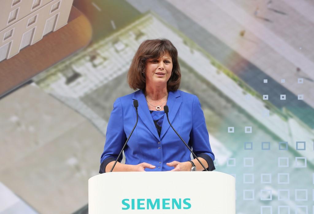 Ilse Aigner bei der Eröffnung der neuen Siemens-Konzernzentrale
