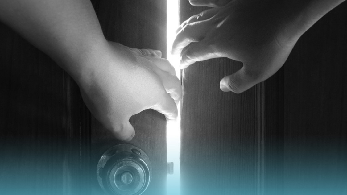 "Keyvisual for the podcast ""Unlock the full potential of IoT"" that shows two hands slightly opening a door. A white beam of light shines through the opening. Visualizing the unlocked potential of IoT."
