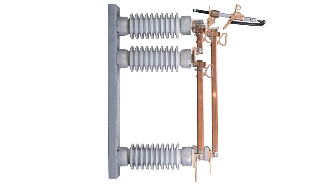 B-1 regulator bypass medium-voltage disconnect switches