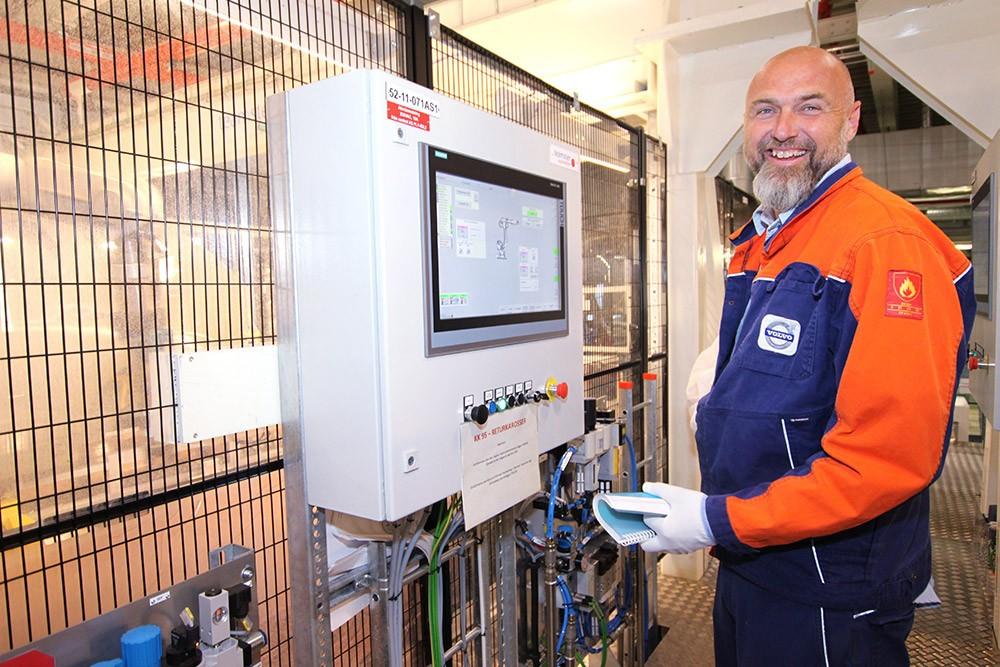 Magnus Holmqvist är projektledare för styr och el i måleriet på Volvo Cars där automationsplattformen TIA Portal används för alla nya komponenter.