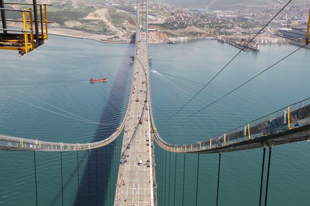 The picture shows the Osman Gazi Bridge in Turkey.