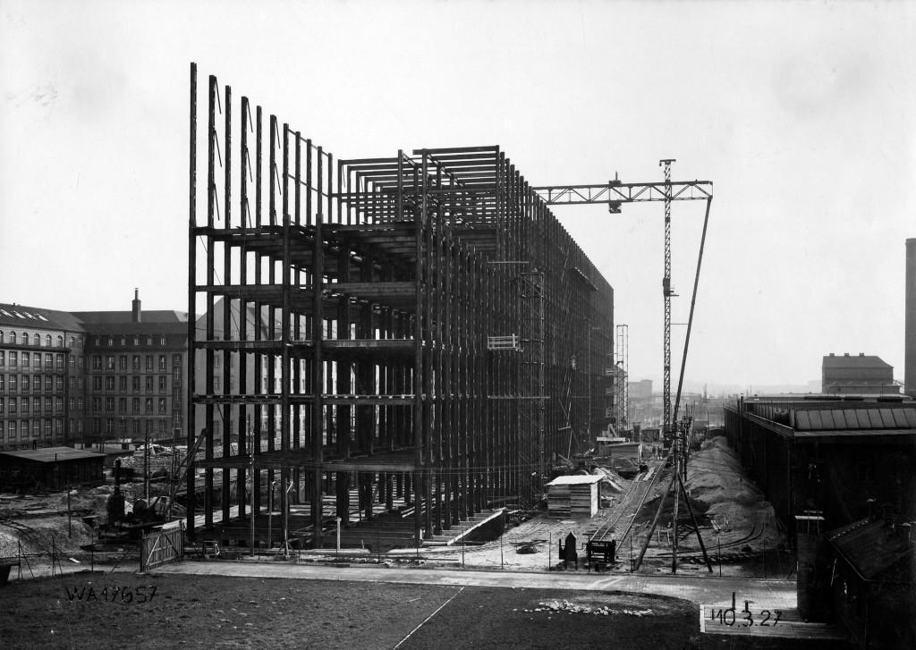 1927 Bau des Hochhauses (SW)