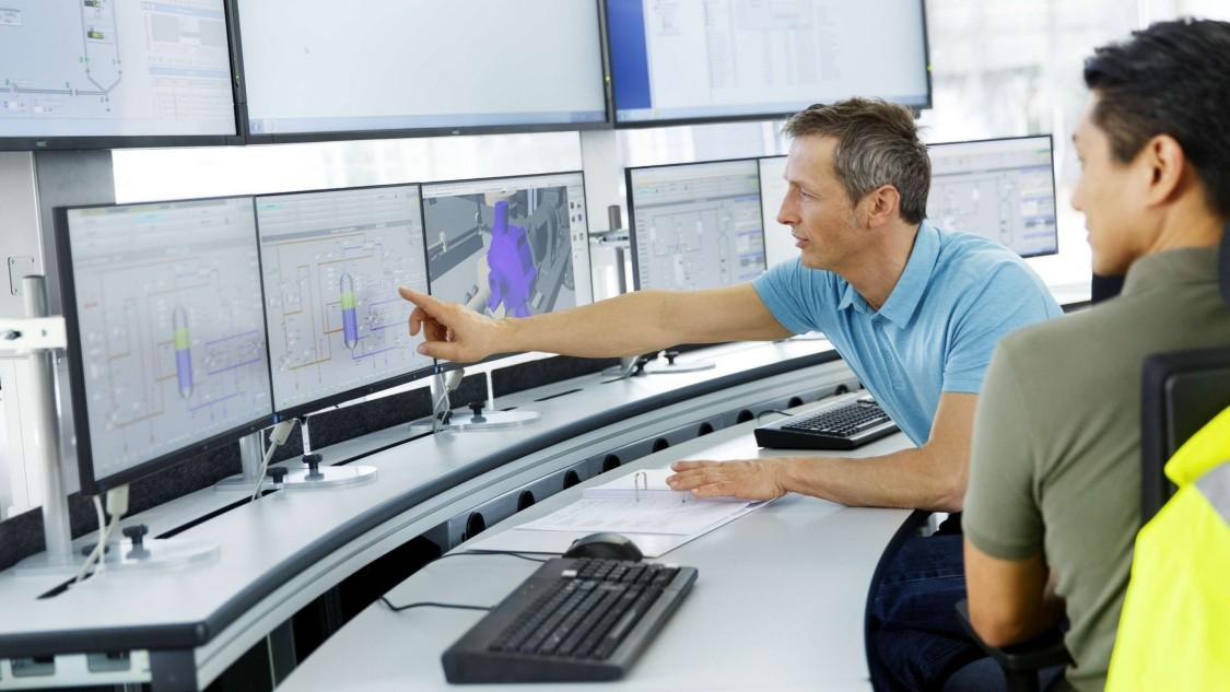 Bild einer Telecontrol-Leitstelle mit Bedienpersonal