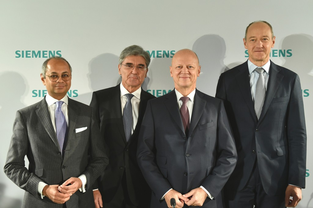 In the picture from left to right: Michael Sen, Co-CEO Gas and Power and designated CEO of Siemens Energy; Joe Kaeser, President and CEO of Siemens AG; Ralf P. Thomas, Chief Financial Officer and member of the Managing Board of Siemens AG and Roland Busch, Deputy CEO, CTO, CHRO of Siemens AG.