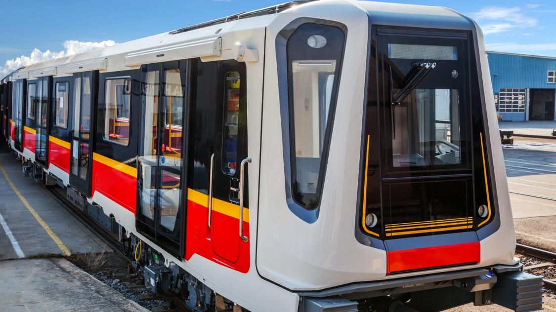 Ein Metro-Zug von Siemens Mobility in Warschau.