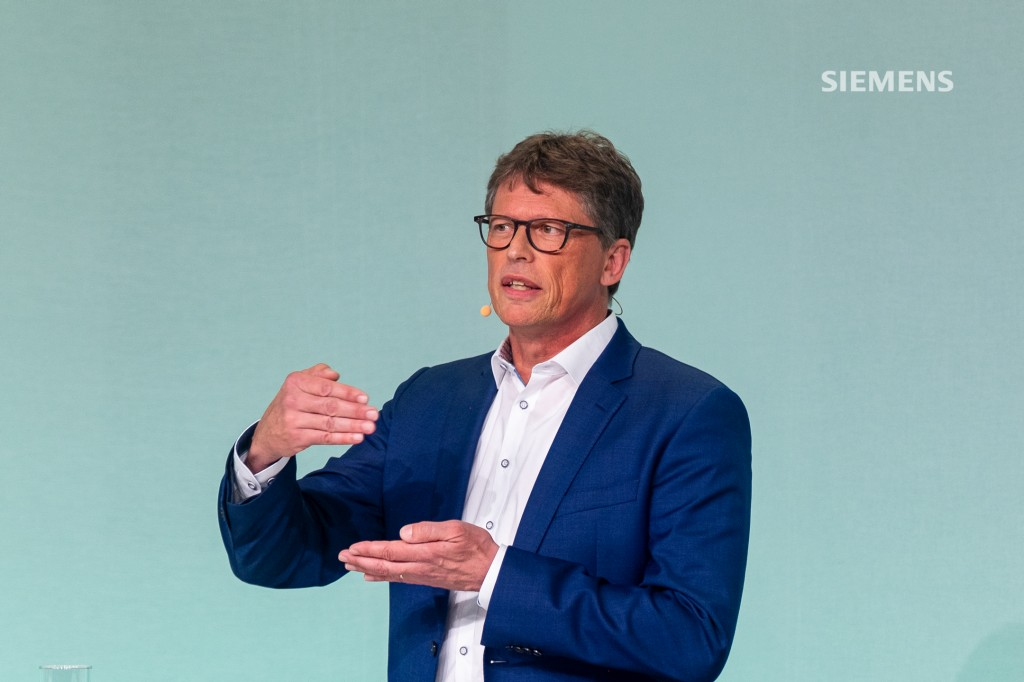 Q&A session at Siemens AG's Capital Market Day on June 24, 2021: Matthias Rebellius, Siemens AG Managing Board member and CEO of Smart Infrastructure, answers analysts' questions.