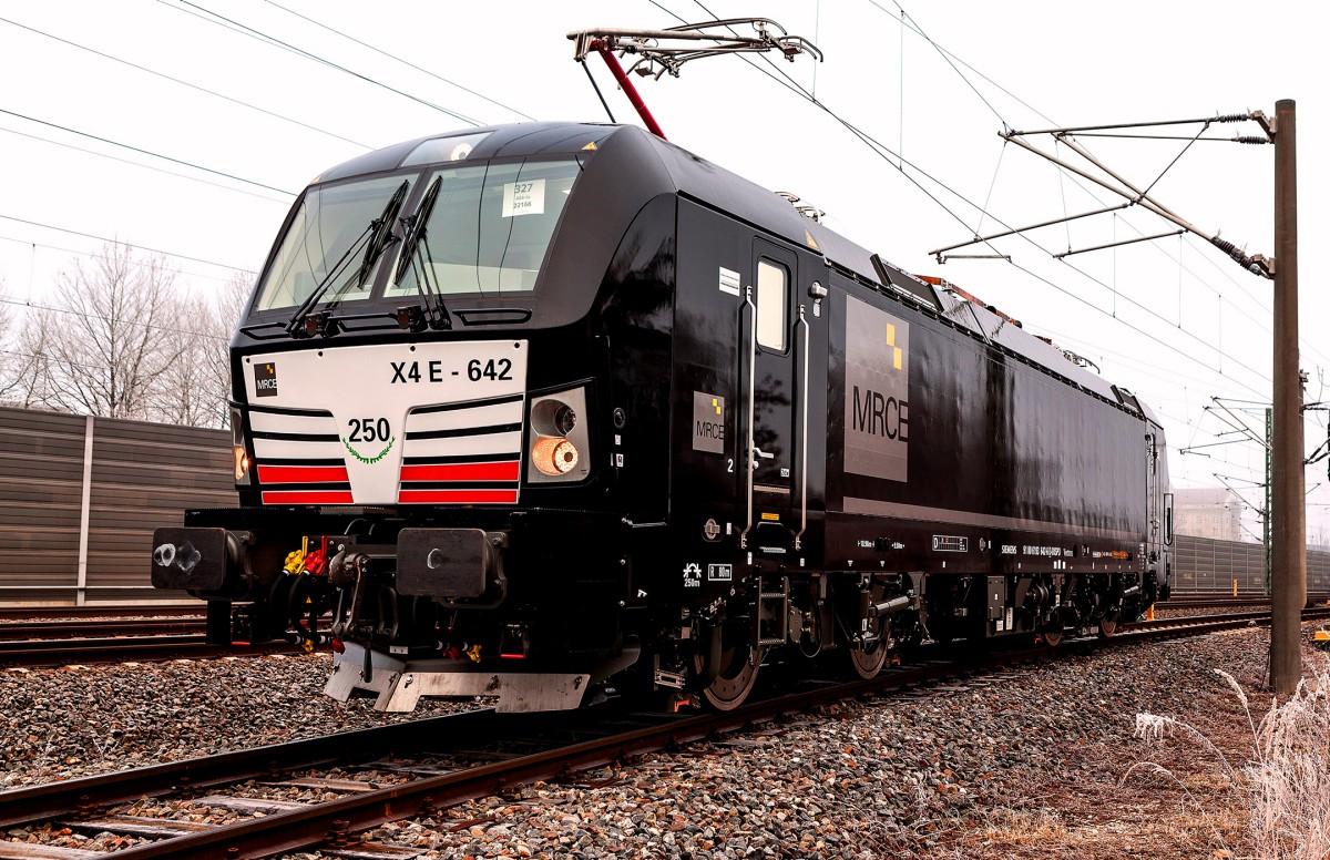 Das Bild zeigt eine Lokomotive vom Typ Vectron MS für Mitsui Rail Capital Europe.
