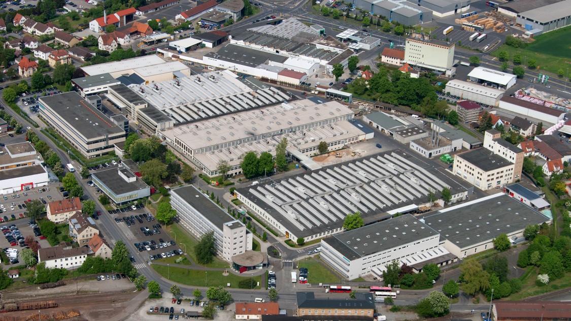Luftaufnahme des kompletten Siemens Standort in Bad Neustadt, an dem das Elektromotorenwerk und die Arena der Digitalisierung zu finden sind.