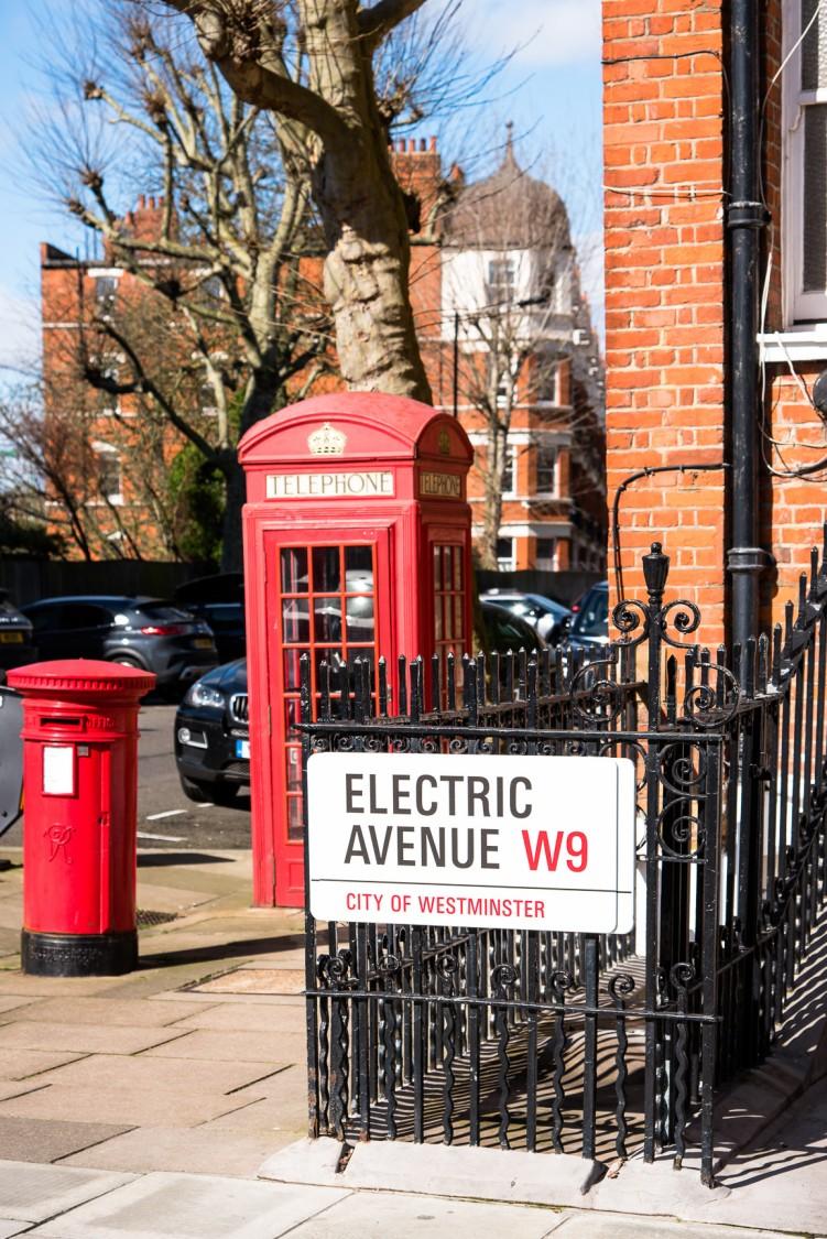 Stacja ładowania dla samochodów elektrycznych na Sutherland Avenue - Londyn, Wielka Brytania