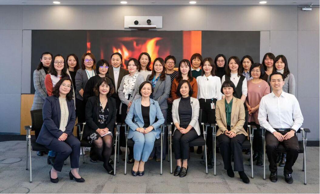西门子中国的女性领导与Women in Tech. 社团合影