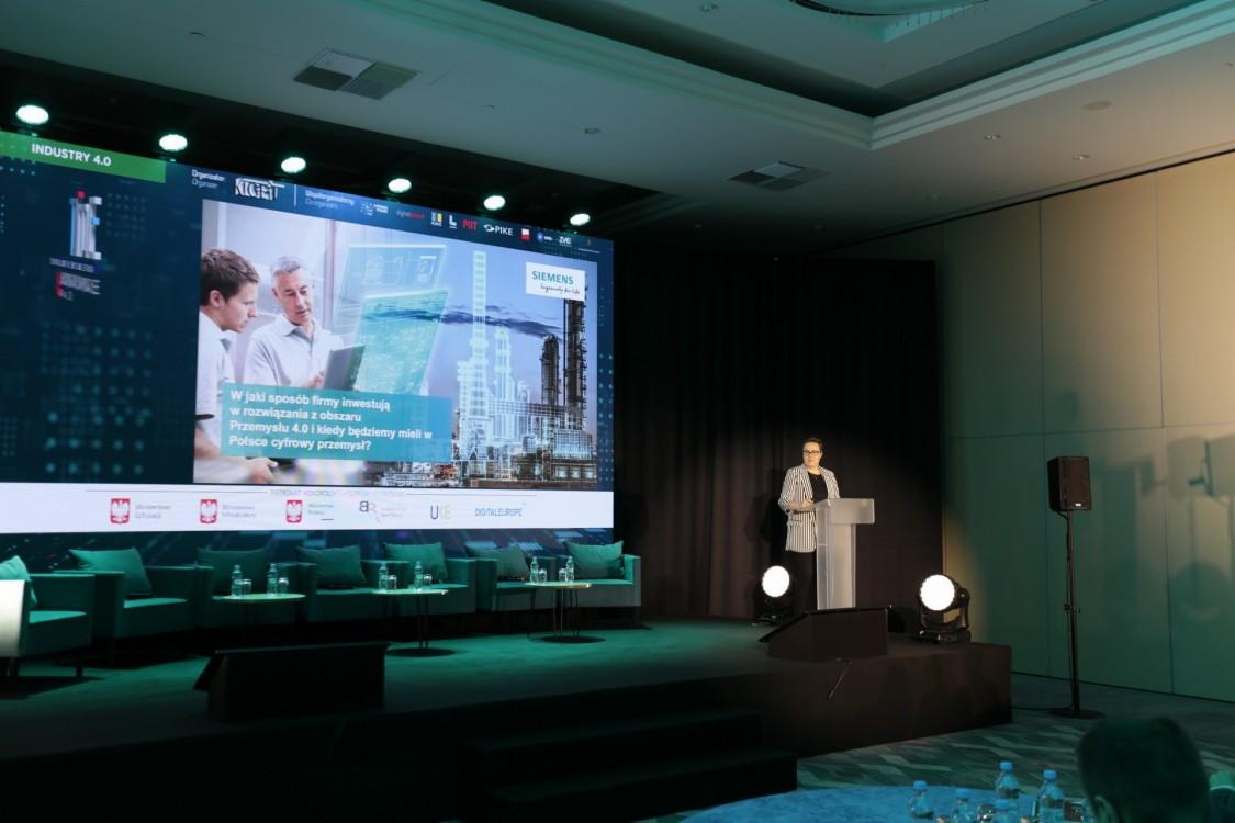 Dominika Bettman - prezeska Siemens Polska - podczas wystąpienia na 12. Forum Gospodarczym TIME