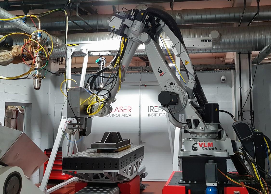 Cellule bi-robots de fabrication additive métal