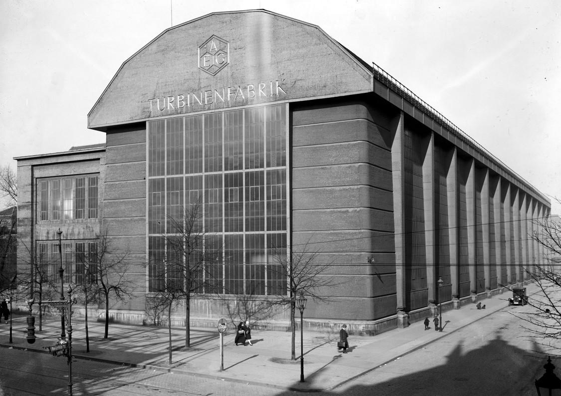 Markiert den Beginn der modernen Industriearchitektur – Montagehalle für Turbinen, 1928