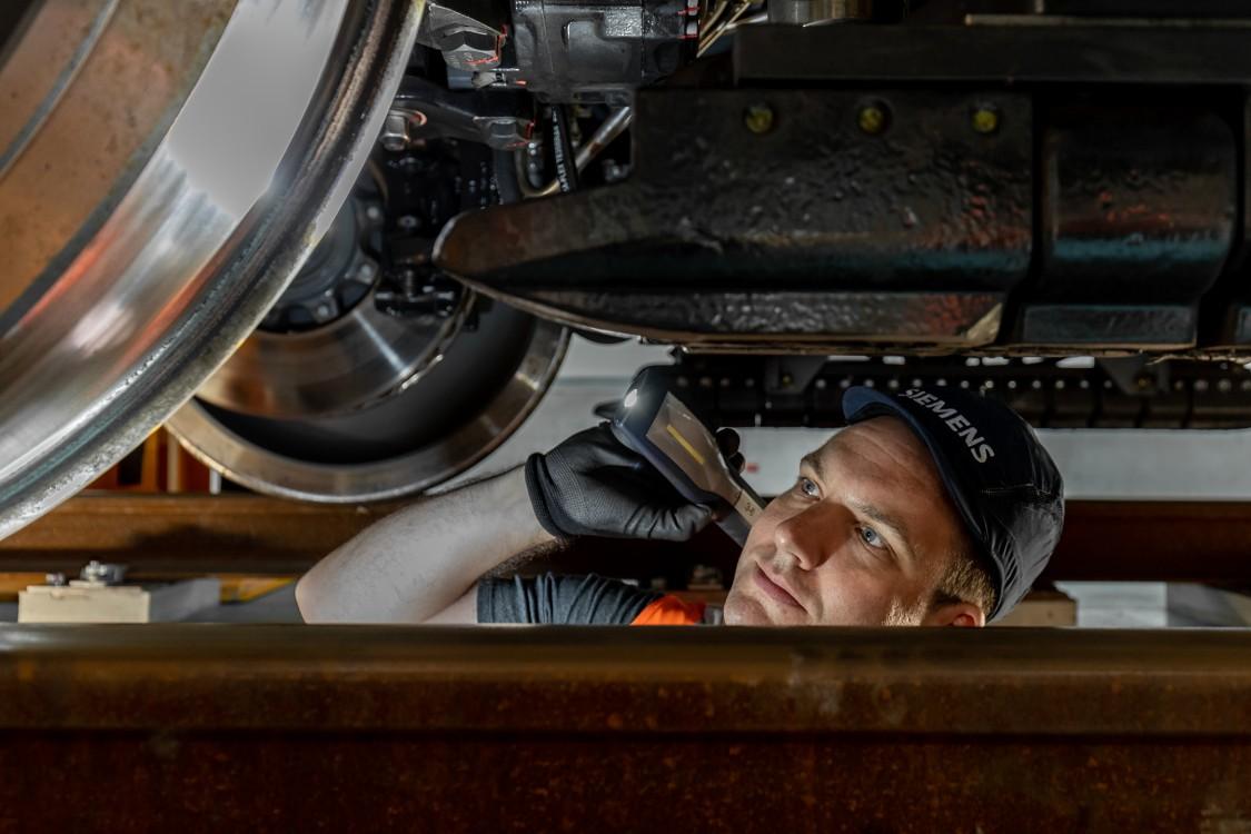 of US. Secretary Anthony Foxx visiting Siemens' historic motors manufacturing in Norwood, Ohio