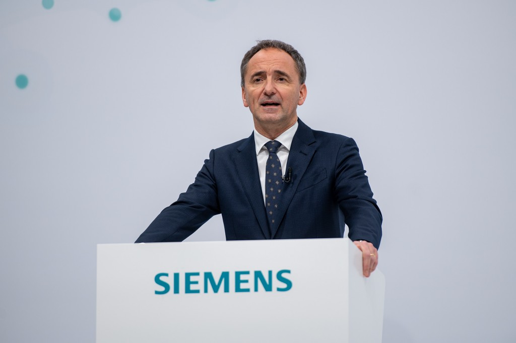 Jim Hagemann Snabe, Chairman of the Supervisory Board of Siemens AG, welcomes the shareholders and convenes the company's 55th Annual Shareholders' Meeting – which is being held as a virtual event – on February 3, 2021.