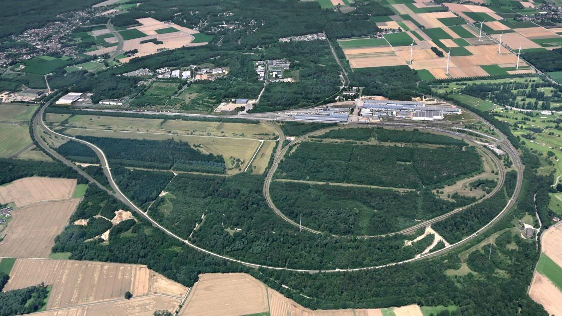 Bild, das das Prüf- und Validationcenter in Wegberg-Wildenrath von weit oben zeigt.
