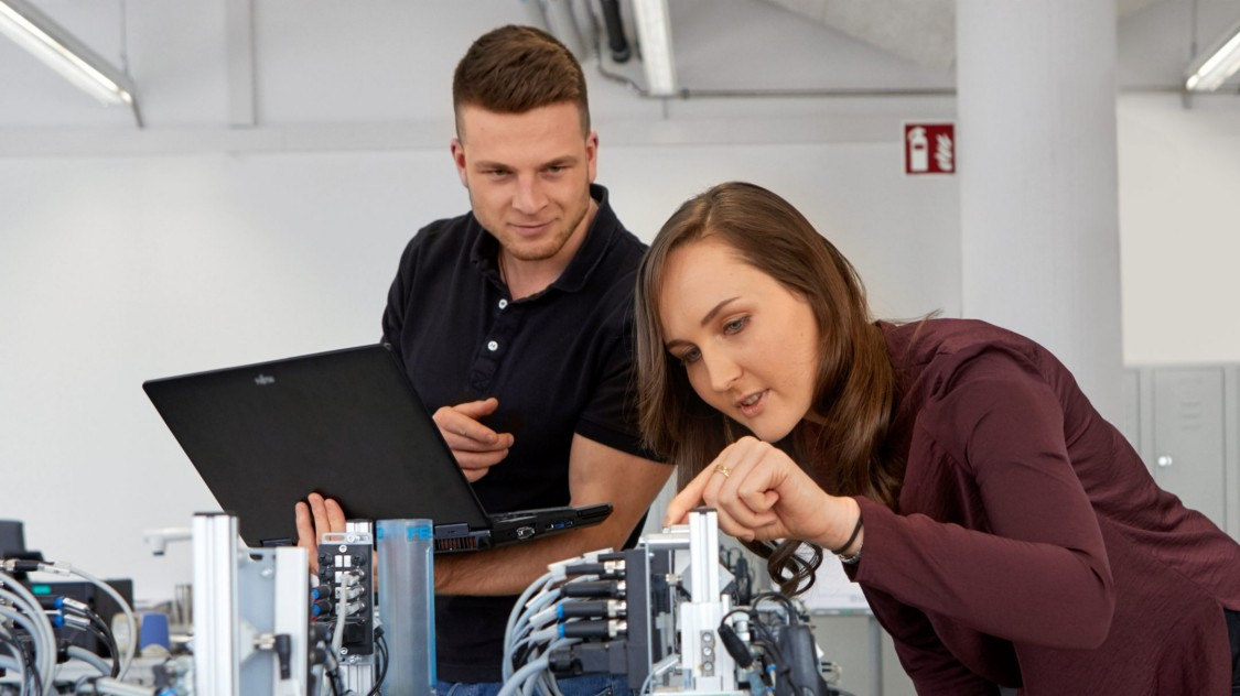 Siemens Professional Education image