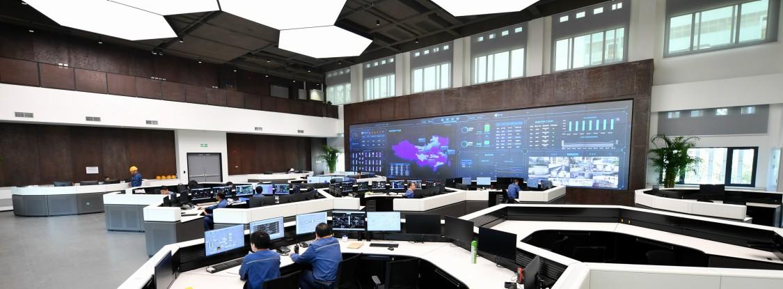 """宝武炭材集中控制中心体现了数字化""""颜值""""与""""内核""""的完美统一。(宝武供图)"""
