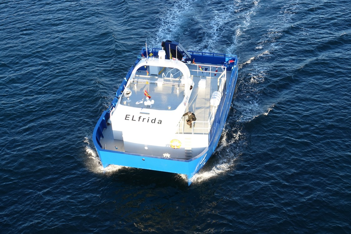 Electrically powered boat for fish farming