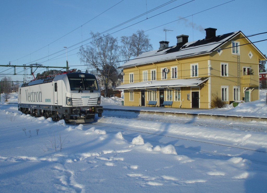 The photo shows the Vectron AC variant during a test trip in Järpen, Sweden, in February 2012.