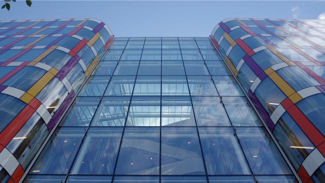 Siemens kontor i Solna framifrån nedifrån