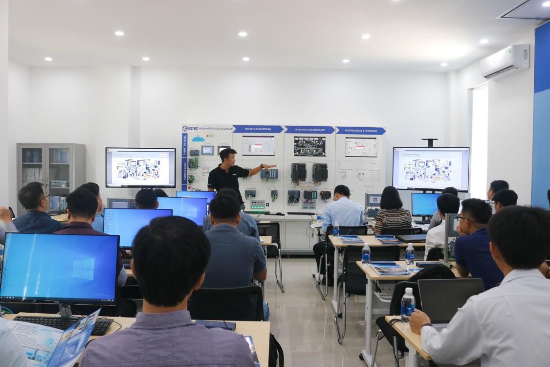 Đào tạo kỹ thuật cho các giảng viên miền Trung