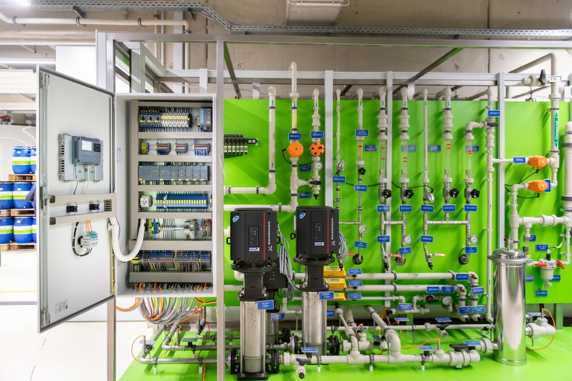 Improving sustainability by closing industrial water cycles
