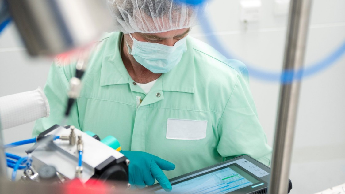 ((Visuals from new campaign or from existing page)) https://www.industry.siemens.com/verticals/global/en/pharma-industries/Pages/paperless-manufacturing.aspx