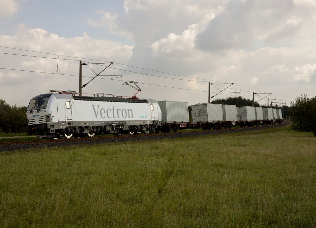 The photo shows the Vectron AC variant during a test trip at the Wegberg-Wildenrath (PCW) Test and Validation Center in September 2011.