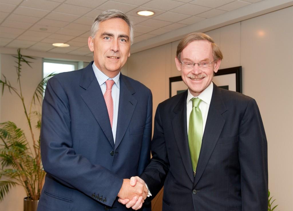 Siemens-CEO Peter Löscher und Weltbank-Präsident Robert Zoellick starten die Siemens Integrity Initiative.