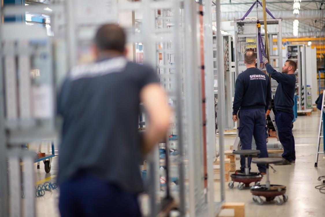 15% dos colaboradores estão na fábrica deste que esta começou a produ-zir quadros elétricos em 1995.