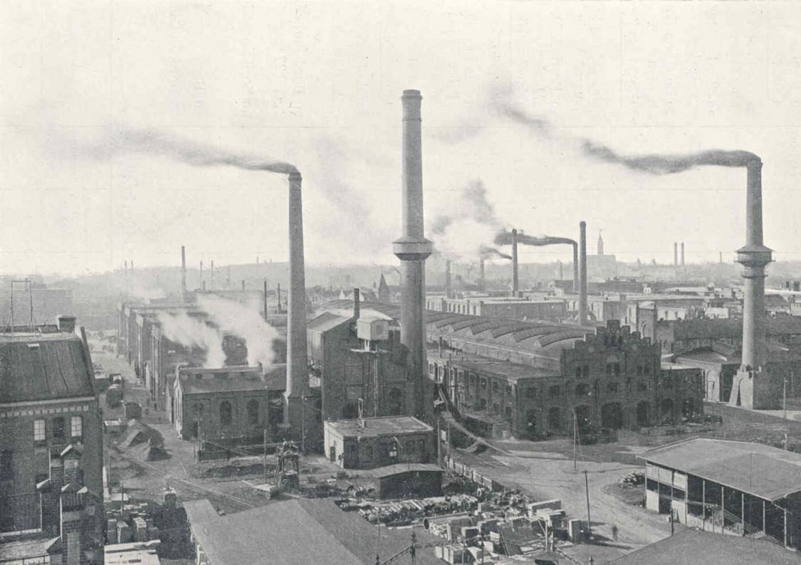 Rauchende Schornsteine signalisieren volle Auftragsbücher - das Gelände der AEG-Turbinenfabrik aus der Blickrichtung Sickingenstraße, 1908