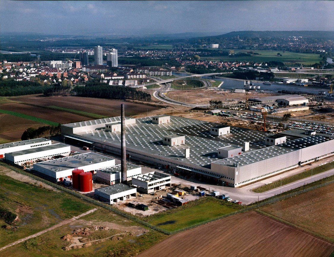 Aerial photo of the Erlangen equipment plant under construction, 1971