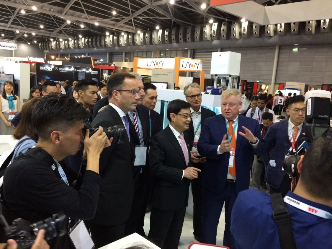 Minister Heng Swee Keat visits the Siemens booth at ITAP 2019