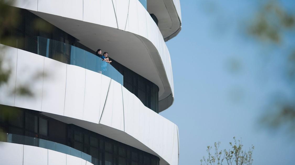 Die Natur schützen und gleichzeitig mit ihr arbeiten: Dieses Gebäude zeigt, was möglich ist.