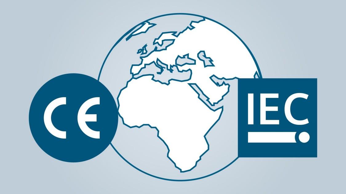 Wereldbol met CE- and IEC-logo