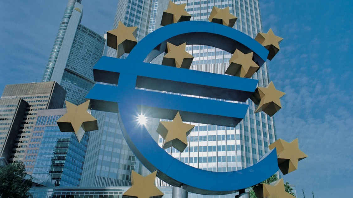 Euro symbol in front of skyscraper