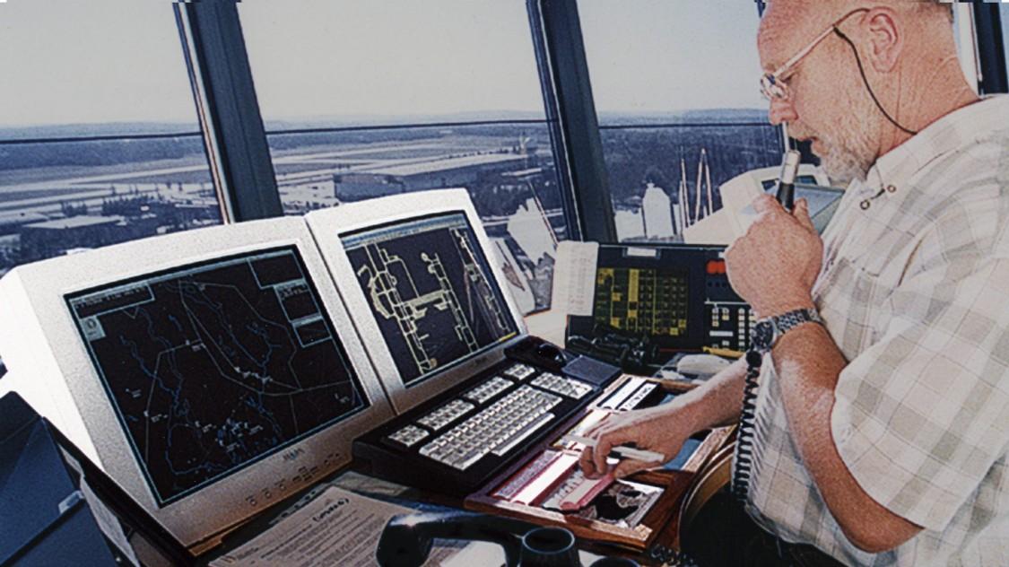 Робоче місце авіадиспетчера в аеропорті Гардермуен в Осло, 1998 рік
