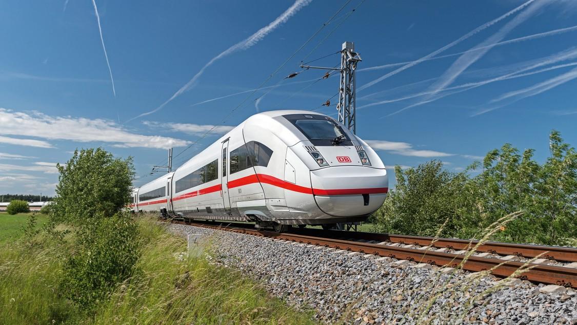 Mithilfe des iPRP-iFeatures ermöglicht der SCALANCE WAM766-1 M12 EEC Access Point redundante Kommunikation zwischen Zügen und Betriebsleitstellen