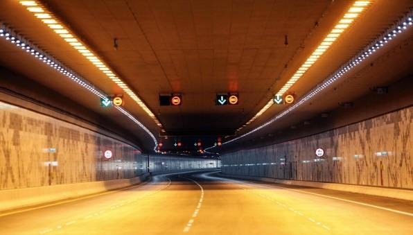 imagem interno do Túnel Sheikh Zayed, em Abu Dhabi