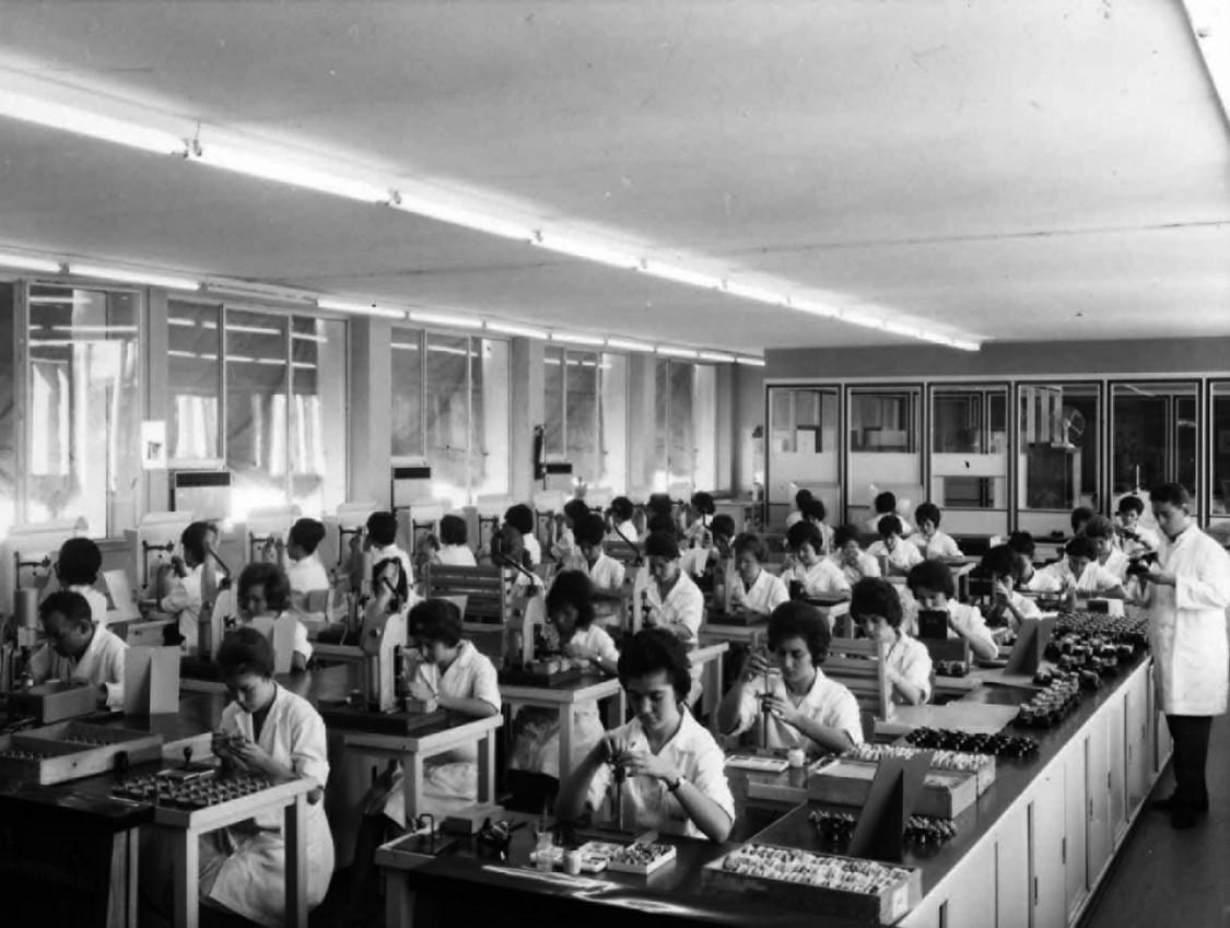 Jeder Handgriff sitzt – Relaisfertigung in Getafe, 1962