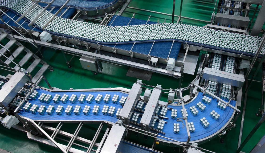 The packaging line in the CR Snow Wuhan factory