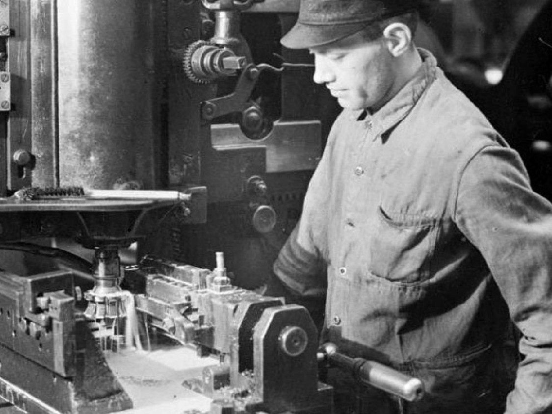 Worker at a milling machine, 1937