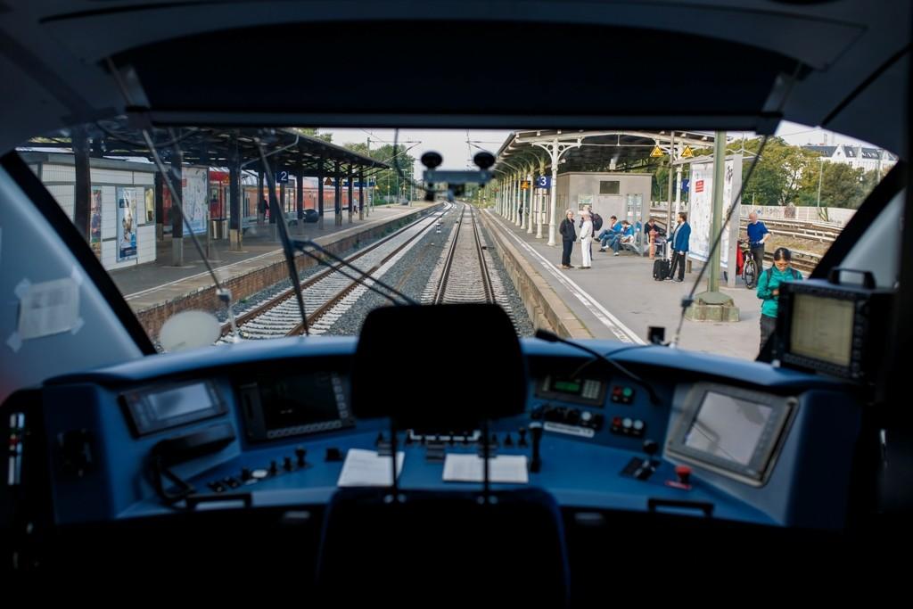 Wnętrze lokomotywy Siemens - urządzenie pokładowe Trainguard ETCS