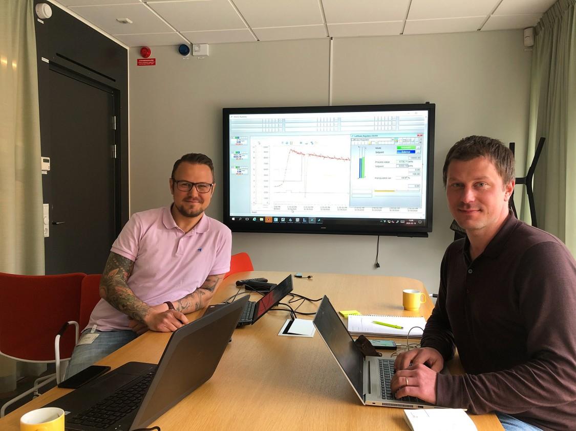 Robert Wallin, produktchef för Simatic PCS neo på Siemens, och Erik U. Lindblom, projektledare på IVL Svenska Miljöinstitutet.