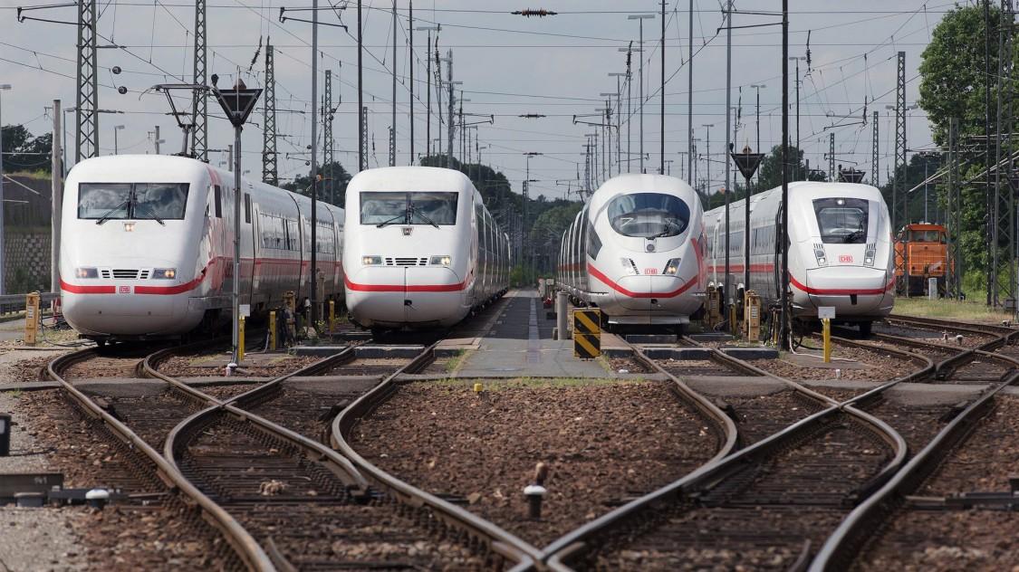 Четыре поколения поездов семейства ICE (слева направо): от первого до четвертого, 2016 год