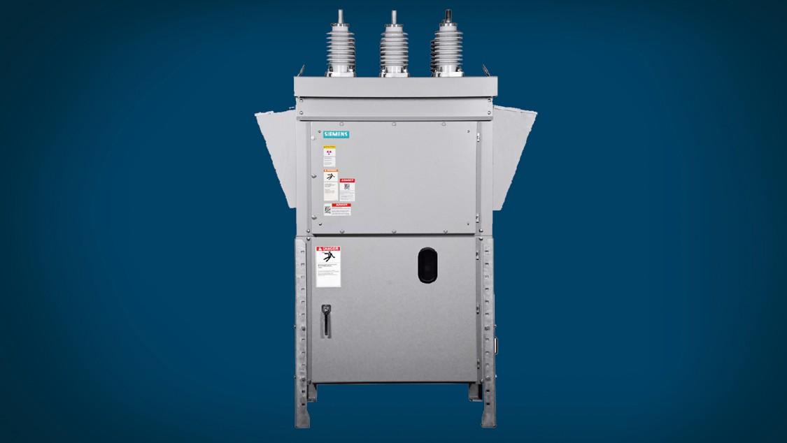 Arc-resistant outdoor circuit breakers