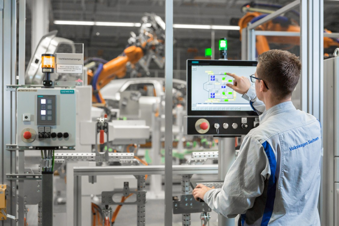 A Volkswagen a Siemens támogatásával fejleszti elektromos autóinak digitalizált gyártását
