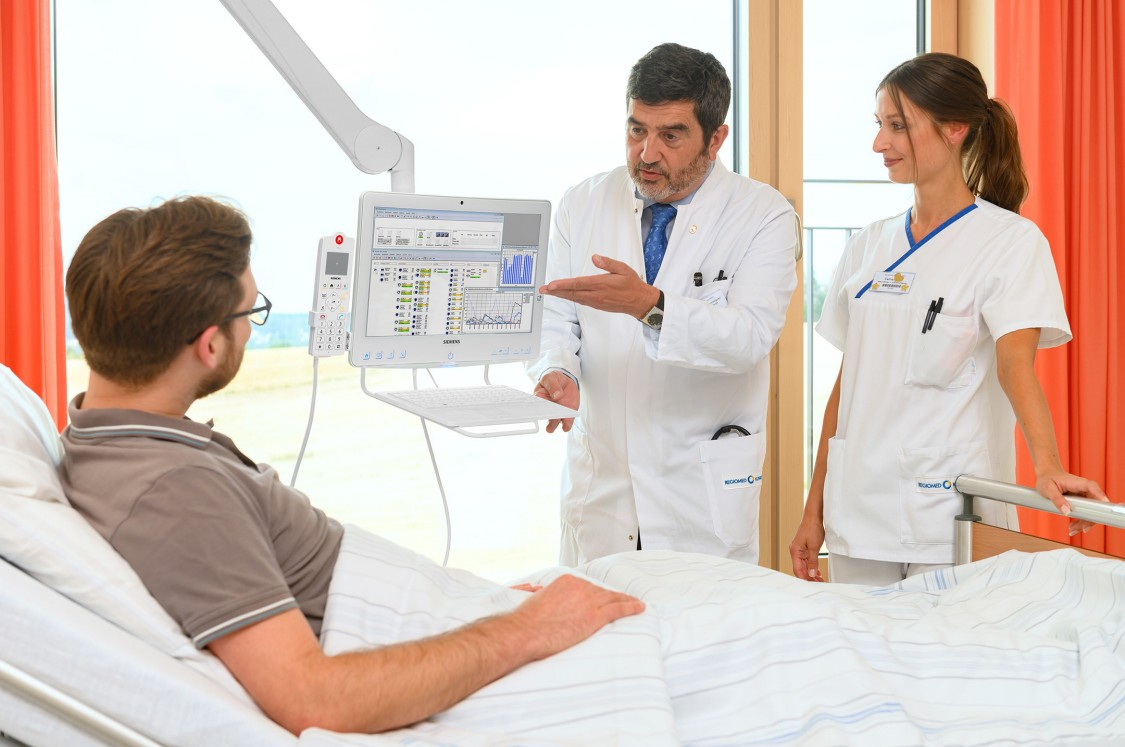By the connection to the Hospital Information System the patient information is immediately available at the point of care.